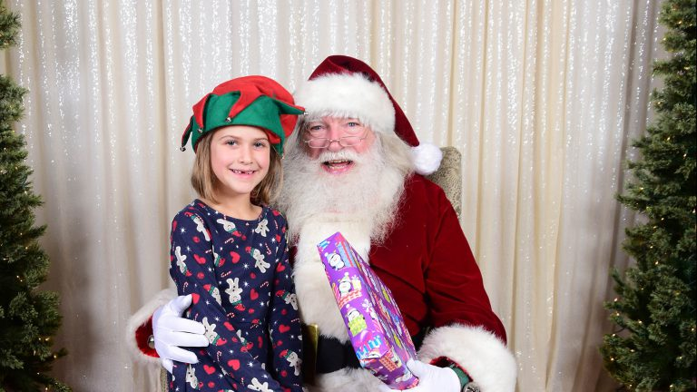 Instant Photos with Santa – a pop-up studio for you!